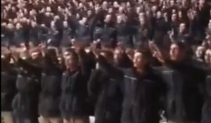 Τουρκία: Ανατριχιαστικό βίντεο - Εκατοντάδες Τούρκοι αστυνομικοί φωνάζουν σύνθημα των Γκρίζων Λύκων