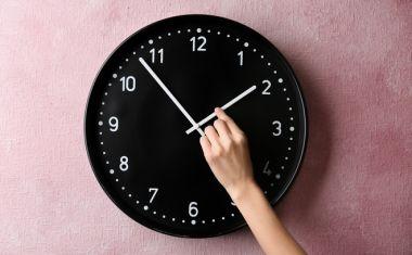 Αλλαγή ώρας 2021: Την Κυριακή γυρίζουμε τα ρολόγια μας - Γιατί δεν καταργήθηκε το μέτρο