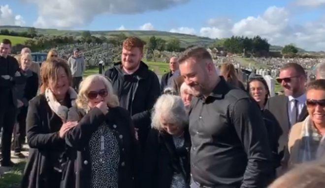 Φαρσέρ κράτησε το τελευταίο γέλιο για... τον ίδιο, στην κηδεία του