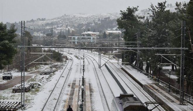 Στιγμιότυπο από τον χιονισμένο σιδηροδρομικό σταθμό των Αφιδνών την Πέμπτη 8 Ιανουαρίου 2015. (EUROKINISSI/ΔΙΟΝΥΣΗΣ ΠΑΤΕΡΑΚΗΣ)