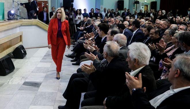 Την αποχώρησή της από την διεκδίκηση της ηγεσίας του ΚΙΝΑΛ, για λόγους υγείας,ανακοίνωσε η Φώφη Γεννηματά