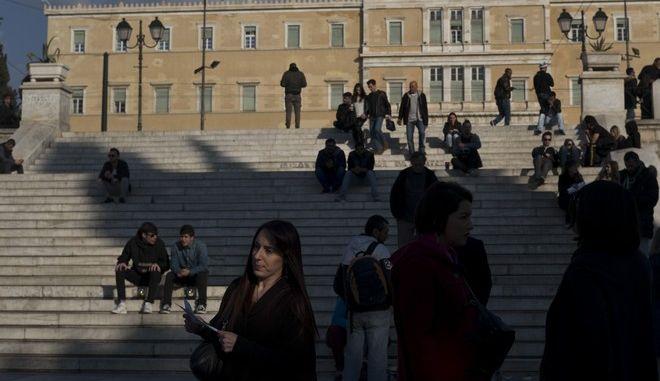 Κόσμος στην πλατεία Συντάγματος