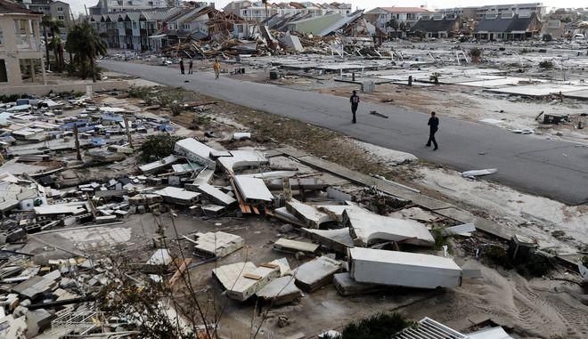 Το Μέξικο Μπιτς στη Φλόριντα μετά το πέρασμα του κυκλώνα Μάικλ