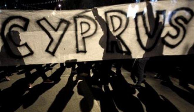 Απαξιώνουν κόμματα και βουλευτές οι Κύπριοι