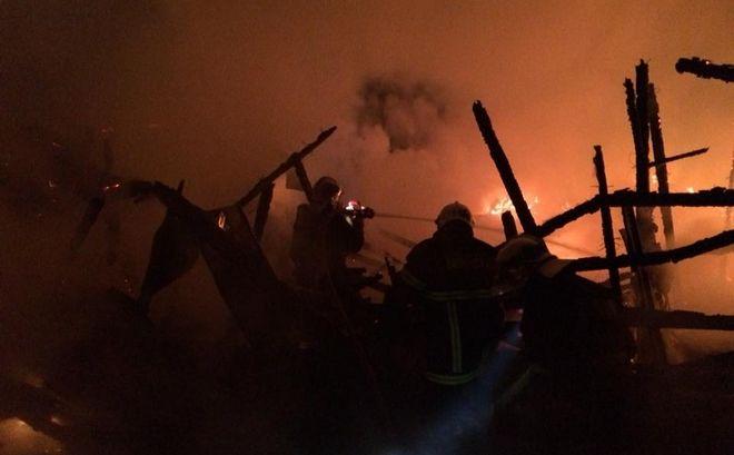 Βίντεο: Στις φλόγες μοναστήρι στη Χαλκιδική