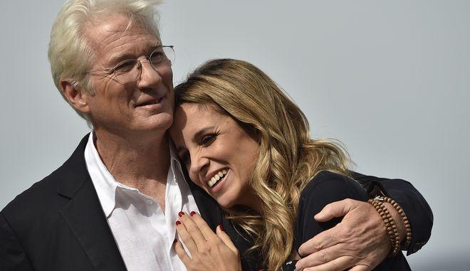 Ο ηθοποιός Ρίτσαρντ Γκιρ και η σύζυγός του Αλεχάντρα