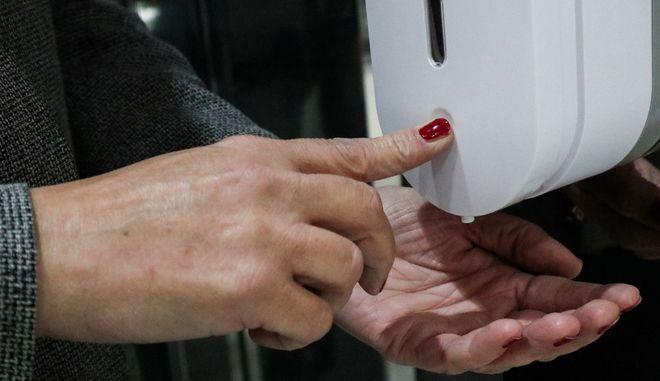 Πλύσιμο χεριών (EUROKINISSI/ ΛΕΩΝΙΔΑΣ ΤΖΕΚΑΣ)