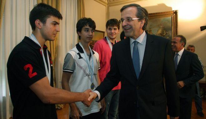 Τους μαθητές που αρίστευσαν στην 53η Διεθνή Μαθηματική Ολυμπιάδα που έγινε στην Αργεντινή,δέχθηκε σήμερα ο Πρωθυπουργός Αντώνης Σαμαράς στο Μέγαρο Μαξίμου,Πέμπτη 2 Αυγούστου 2012