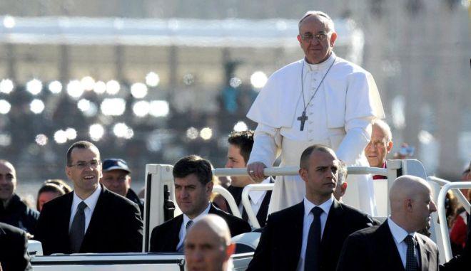 Ολοκληρώθηκε η τελετή ενθρόνισης του Πάπα Φραγκίσκου