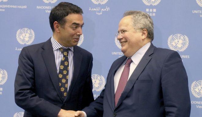 Ο υπουργός Εξωτερικών Νίκος Κοτζιάς και ο Σκοπιανός ομόλογός του Νικολά Ντιμιτρόφ
