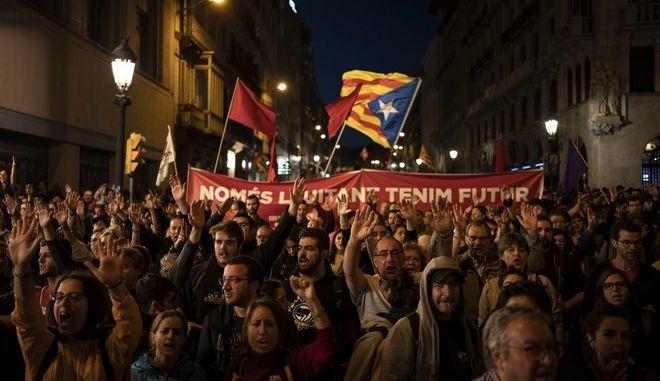 Διαδηλωτές υπέρ της ανεξαρτησίας της Καταλονίας στη Βαρκελώνη