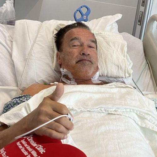Ο Άρνολντ Σβαρτσενέγκερ στο κρεβάτι του νοσοκομείου