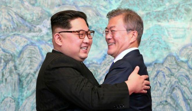 Ιστορικής σημασίας η συνάντηση των ηγετών Βορείου και Νοτίου Κορέας