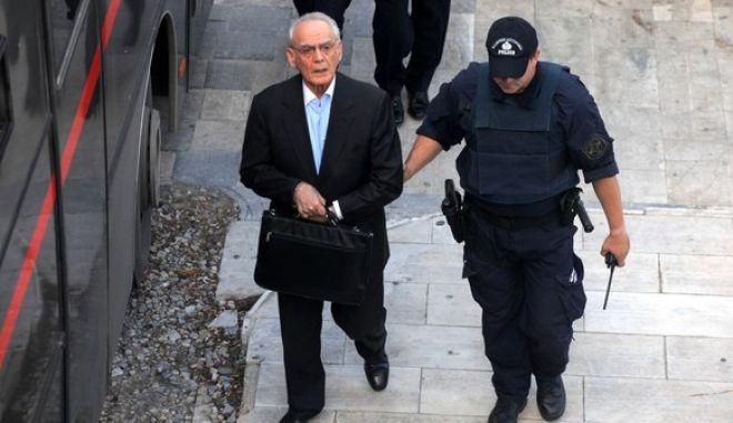 Ο Άκης Τσοχατζόπουλος οδηγείται στο δικαστήριο την Παρασκευή 31 Οκτωβρίου 2014, για να δικαστεί σε δεύτερο βαθμό για τις μίζες από τα εξοπλιστικά προγράμματα. (EUROKINISSIΚΩΣΤΑΣ ΚΑΤΩΜΕΡΗΣ)