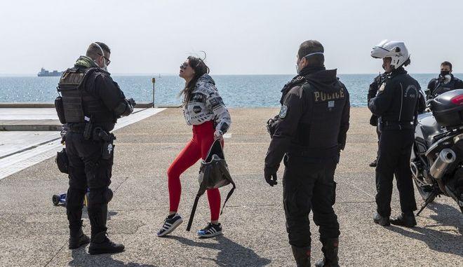 Κορονοϊός: Ολική απαγόρευση κυκλοφορίας σε 5 Δήμους