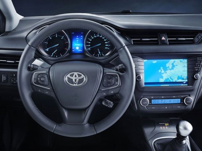Επιβλητική και δυναμική σχεδίαση για το νέο Toyota Avensis