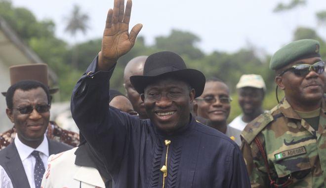 Ο πρώην πρόεδρος της Νιγηρίας Γκούντλακ Τζόναθαν σε παλιότερη περιοδεία του στο δέλτα του Νίγηρα
