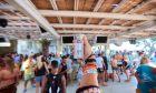 Μύκονος: Κλείνουν από τώρα κορονοπάρτι σε βίλες για το Πάσχα