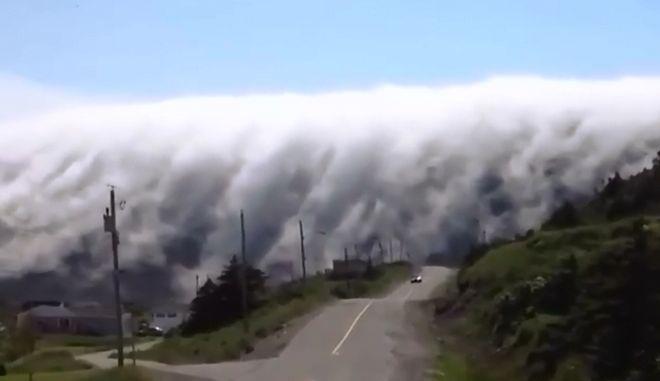 Απίστευτο βίντεο: Ομίχλη σχηματίζει 'γιγάντιο καταρράχτη' στον ουρανό