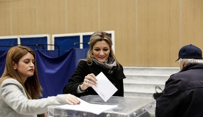 Voting for the election of New Democracy president in Vellidio Convention Centre, Thessaloniki, Greece on December 20, 2015. /            , , 20  2015.