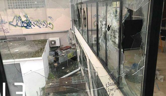 """Θεσσαλονίκη: """"Βομβαρδισμένο"""" τοπίο το ΑΠΘ από τα χθεσινά επεισόδια"""