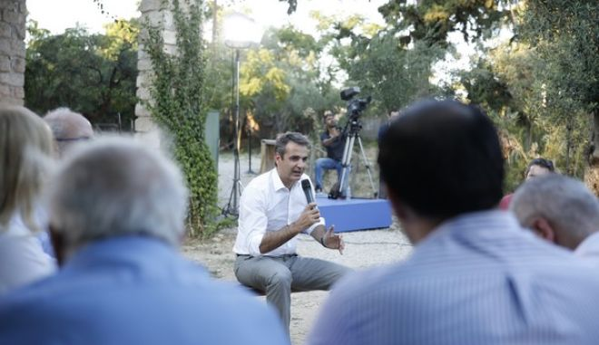 """Επίσκεψη του Προέδρου της ΝΔ Κυριάκου Μητσοτάκη στο περιβαλλοντικό πάρκο """"Κέντρο της Γης"""" στο Ίλιον, όπου και συνομίλησε με μέλη περιβαλλοντικών οργανώσεων (EUROKINISSI / ΣΤΕΛΙΟΣ ΜΙΣΙΝΑΣ)"""