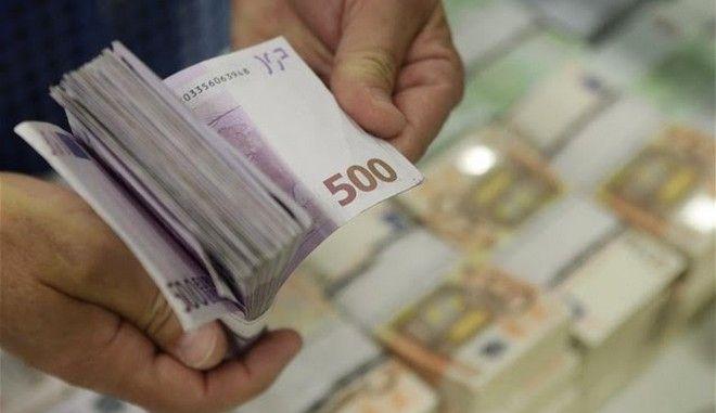 Μπαράζ αντιδράσεων για τη νομιμοποίηση του 'μαύρου' χρήματος. Τριγμοί και στην κυβέρνηση