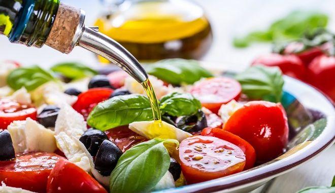 """Η Μεσογειακή διατροφή ενισχύει τα """"καλά"""" βακτήρια του εντέρου"""