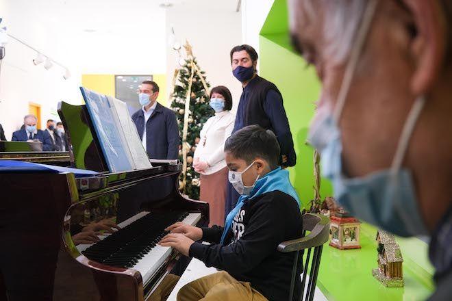 Τα κάλαντα από τα παιδιά της Κιβωτού του Κόσμου άκουσε ο Αλέξης Τσίπρας την παραμονή των Χριστουγέννων