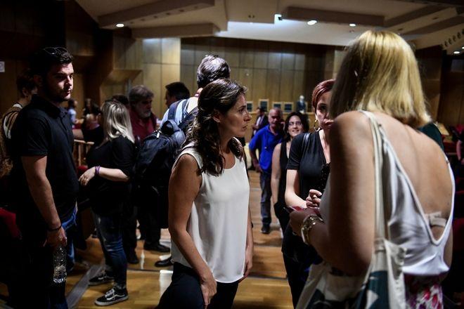 Η σύντροφος του πρωθυπουργού Μπέτυ Μπαζιάνα στο ακροατήριο της δίκης της