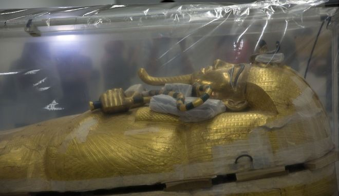 Η σαρκοφάγος του Τουταγχαμών που παρουσιάστηκε από την Αίγυπτο