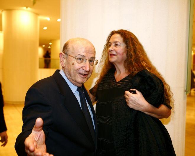 Ο Θόδωρος Αγγελόπουλος με την Ελένη Καραΐνδρου