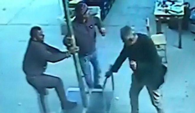 Τον πήρε και τον σήκωσε: Τούρκος απογειώθηκε πάνω σε ομπρέλα λόγω των ισχυρών ανέμων