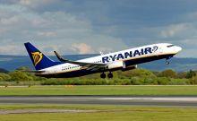 Ryanair: Αλλάζει την πολιτική χειραποσκευών
