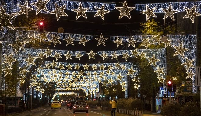 Βγήκε το ΦΕΚ: Πώς θα κάνουμε ρεβεγιόν Χριστούγεννα και Πρωτοχρονιά - Τι ισχύει με τις εκκλησίες