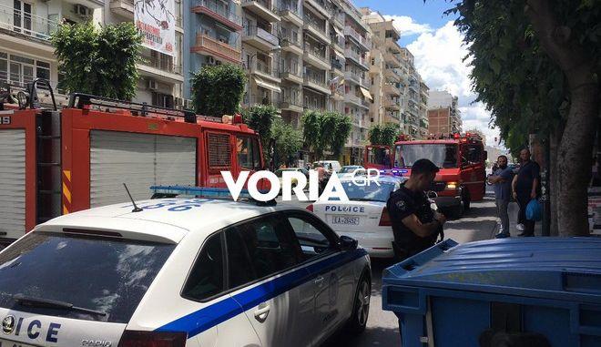 Θεσσαλονίκη: Καμένο πτώμα γυναίκας βρέθηκε σε πρασιά πολυκατοικίας