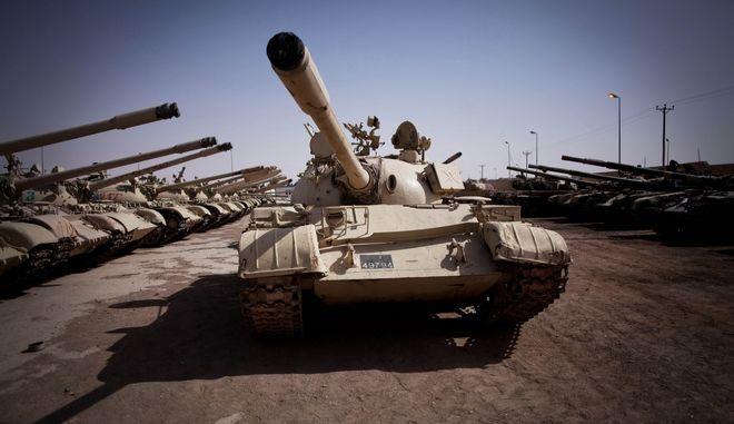 Άρματα μάχης στη Λιβύη (ΦΩΤΟ Αρχείου)