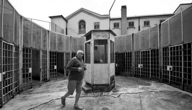 Πωλητήριο στις φυλακές της βάζει η Ιταλία