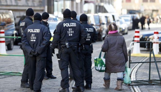 Γερμανία: Οι αρχές ερευνούν μία σειρά απειλητικών μέιλ εναντίον πολιτικών, δημοσιογράφων και δικηγόρων