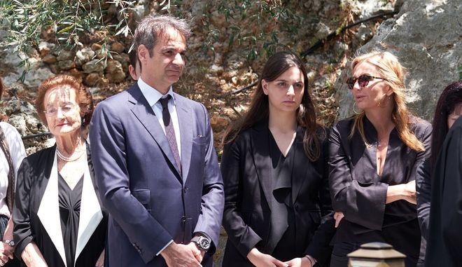 Ο Κυριάκος Μητσοτάκης στο ετήσιο μνημόσυνο του πατέρα του, Κωνσταντίνου, στα Χανιά, το Σάββατο 26 Μαΐου 2018