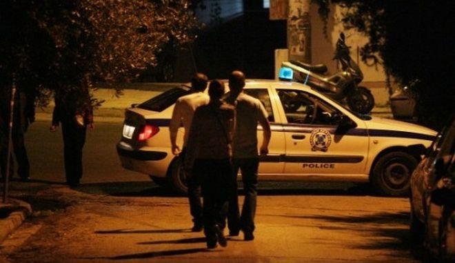 Μεθυσμένος και χωρίς δίπλωμα οδηγός παρέσυρε και εγκατέλειψε δύο πεζούς
