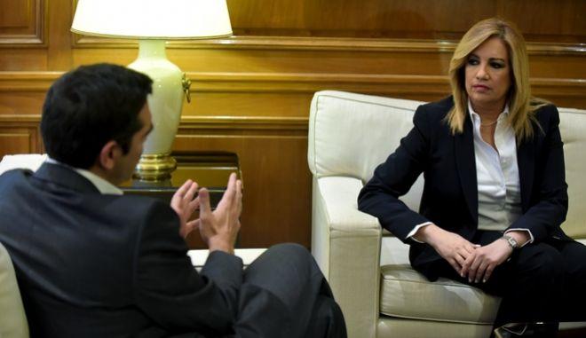Στιγμιότυπο από συνάντησή του πρωθυπουργού με την Πρόεδρο του ΠΑΣΟΚ και επικεφαλής του Κινήματος Αλλαγής Φώφη Γεννηματά,Τρίτη