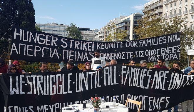 Σταματούν την απεργία πείνας στο Σύνταγμα οι πρόσφυγες