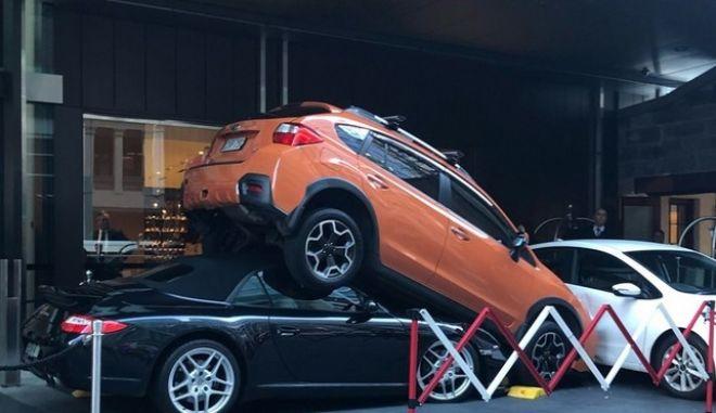 Αποτυχημένη προσπάθεια στάθμευσης Porsche