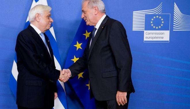 Ο Πρόεδρος της Δημοκρατίας Π.Παυλόπουλος με τον Επίτροπο Δ.Αβραμόπουλο
