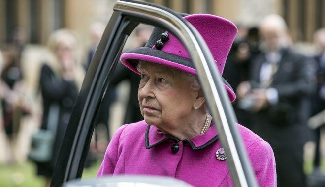 Britain  039 s Queen Elizabeth II talks to recipients of new   039 61b97d70a72