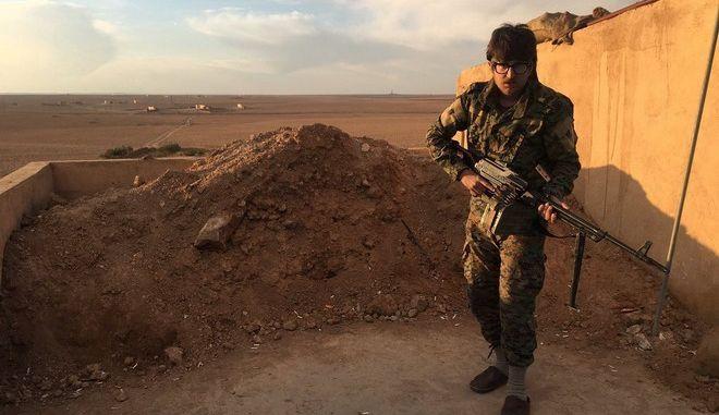 Ο Ρόκερ που πήγε στη Συρία για να πολεμήσει το Isis