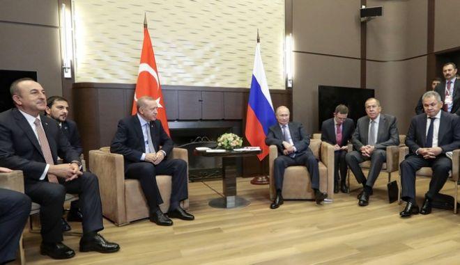 Εικόνα από τη συνάντηση του Ρώσου προέδρου Βλαντίμιρ Πούτιν και του Τούρκου ομόλογού του Ρετζέπ Ταγίπ Ερντογάν στο Σότσι