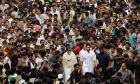 Ινδία: Χιλιάδες χωρίς μάσκα σε κηδεία αλόγου