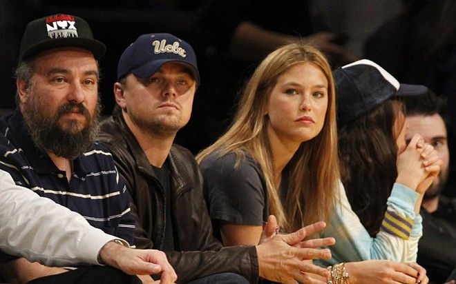 Leonardo DiCaprio, Bar Refaeli...Actor Leonardo DiCaprio and Israeli model Bar Refaeli sit courtside as they attend the NBA basketball game between the Orlando Magic and Los Angeles Lakers at the Staples center in Los Angeles on Monday, Jan. 18, 2010. The Lakers won 98-92. (AP Photo/Danny Moloshok)